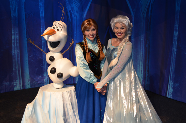 Anna and Elsa from Disney's FROZEN Rock Your Disney Side Party