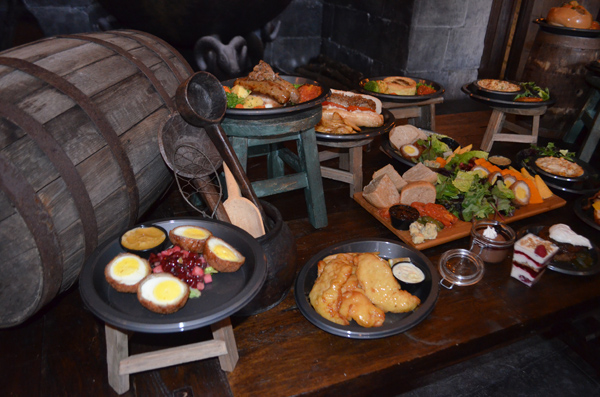 Wizarding World of Harry Potter - Diagon Alley Leaky Cauldron