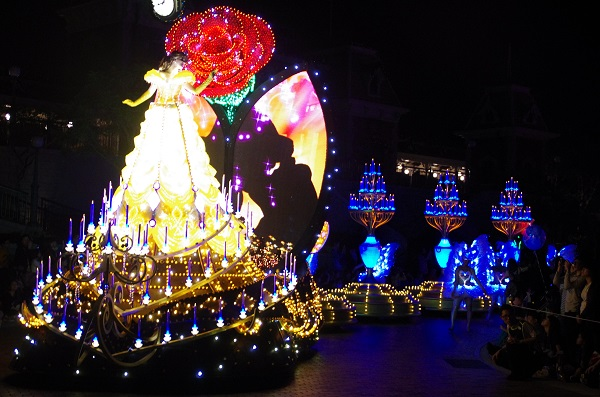 Beauty and the Beast Kiss in HKDL Paint the Night Parade