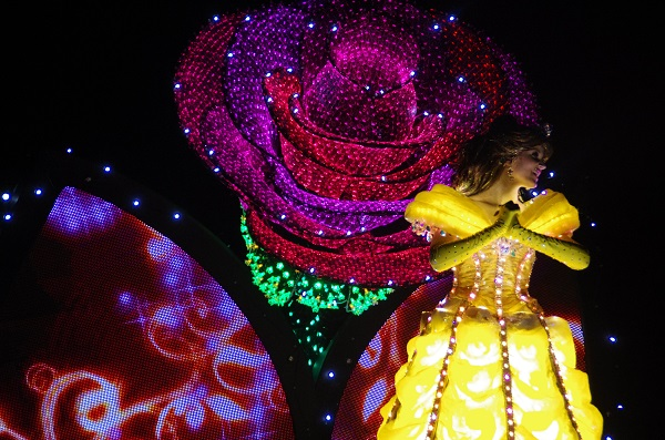 Belle and Rose Close-up in HKDL Paint the Night Parade