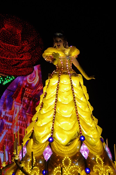 Belle Greeting Guests in HKDL Paint the Night Parade