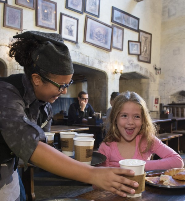 Hot-Butterbeer-Comes-to-Universal-Orlando-943x1024