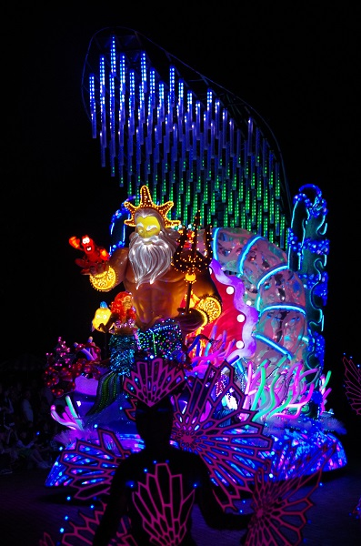 Little Mermaid Float with Dancing Coral in HKDL Paint the Night Parade
