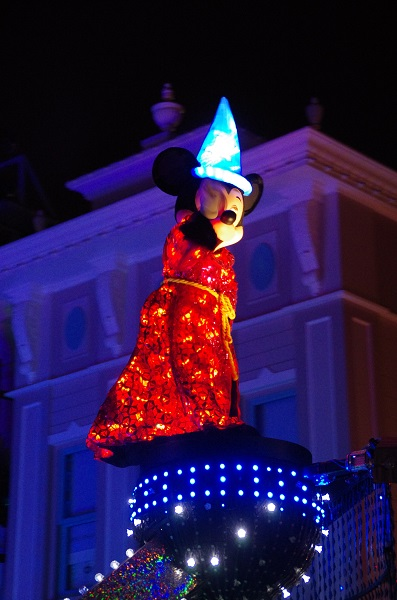 Mickey Waving Good Night in HKDL Paint the Night Parade