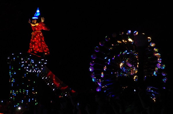 Sorcerer Mickey in HKDL Paint the Night Parade