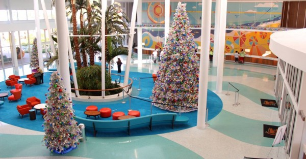 cabana-bay-holiday-decorations-1024x535