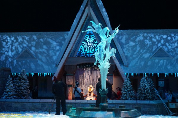 Olaf's meet & greet is located in the back, and is accessed through a separate entrance than the snow play area.