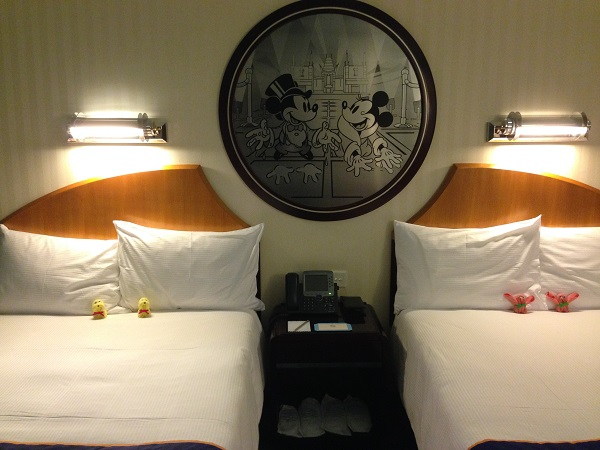 HKDL Hollywood Hotel Beds with Slippers