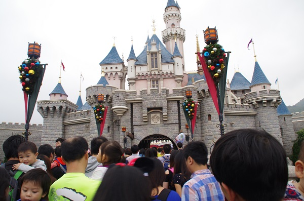 HKDL Sleeping Beauty Castle Crowd