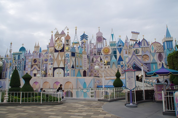 HKDL it's a small world