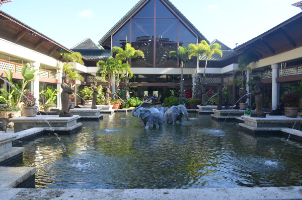 Hotel Review Universal Orlando S Loews Royal Pacific