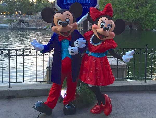 Mickey and Minnie Disneyland 60