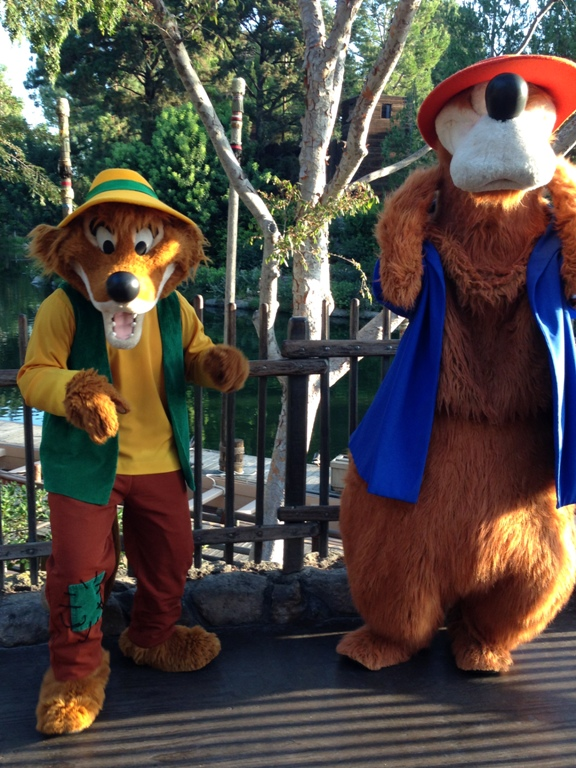 DLHW Br'er Fox and Br'er Bear on the 10k Course
