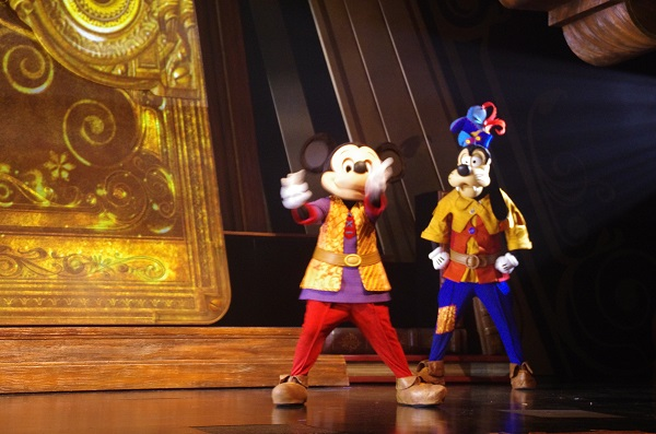 Mickey and the Wondrous Book Mickey and Goofy Open the Show HKDL