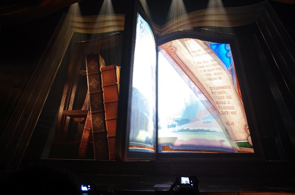 Mickey and the Wondrous Book The Pages Turn to Our Story HKDL